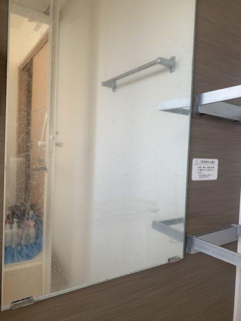 バスルームのクリーニング 鏡ウロコ落とし
